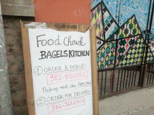 レストランは営業不可だが、朝だけテイクアアウトなどをしている店も